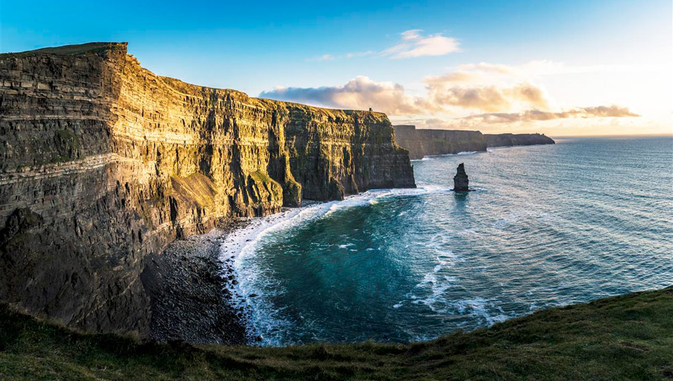 Cliffs of Moher in the sun